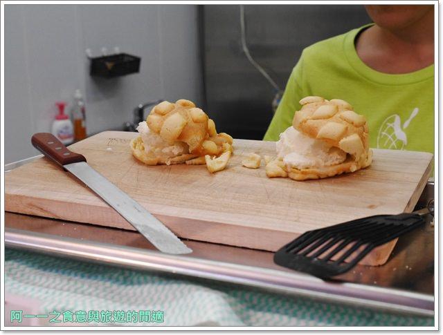 大阪心齋橋美食.世界第二好吃的現烤冰淇淋菠蘿麵包.龍蝦三明治image028