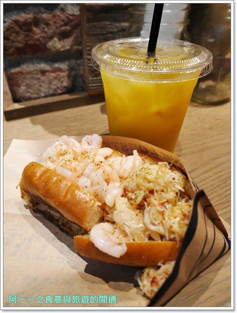 大阪心齋橋美食.世界第二好吃的現烤冰淇淋菠蘿麵包.龍蝦三明治image013